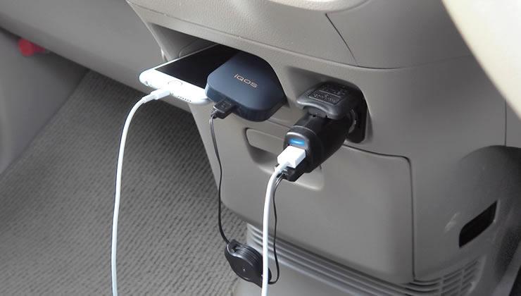 QBZ21 2台同時に急速充電! 4Aの大電流仕様でiQOS(アイコス)等を急速充電できます。USBポートが2口あるのでiQOS2台もしくはiQOS 1台とスマホ1台を同時に充電することが可能です。