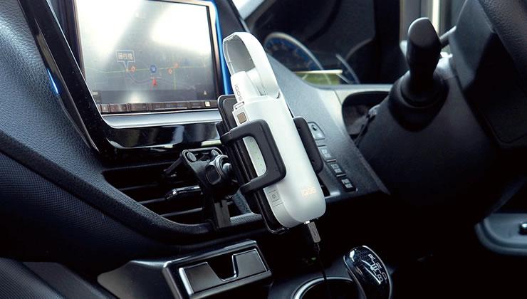 QBZ21 iQOS(アイコス)おすすめQ-Banキット(別売) iQOSポケットチャージャーを車に設置するキットです。<br />充電ケーブルに支障がなく、バッテリーの操作ボタン、残量も視認できます。<br />(写真 <a href='qba9.php' target='_blank'>ホルダーQBA9</a>+<a href='qbf14.php' target='_blank'>スタンドQBF14</a>)<br />特集記事:<a href='http://news.beatsonic.co.jp/?p=820' target='_blank'>iQOS(アイコス)の弱点「ポケットチャージャーの充電に困る」、車載充電器で解決する方法</a>